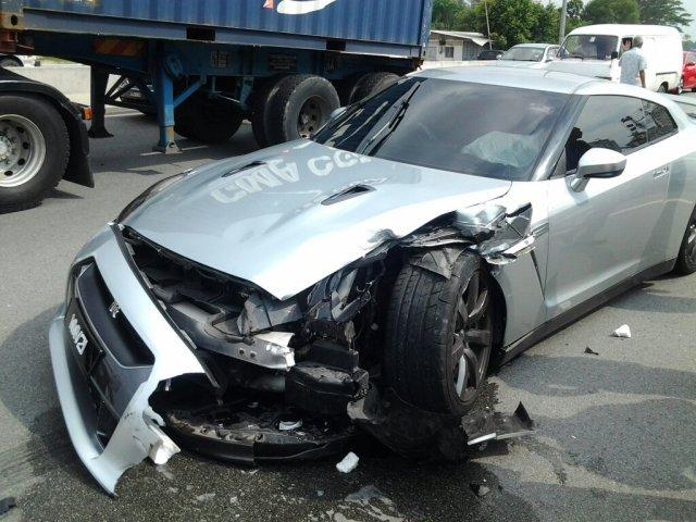 Nissan-GT-R-VS-Peroduia-Malaysia-1