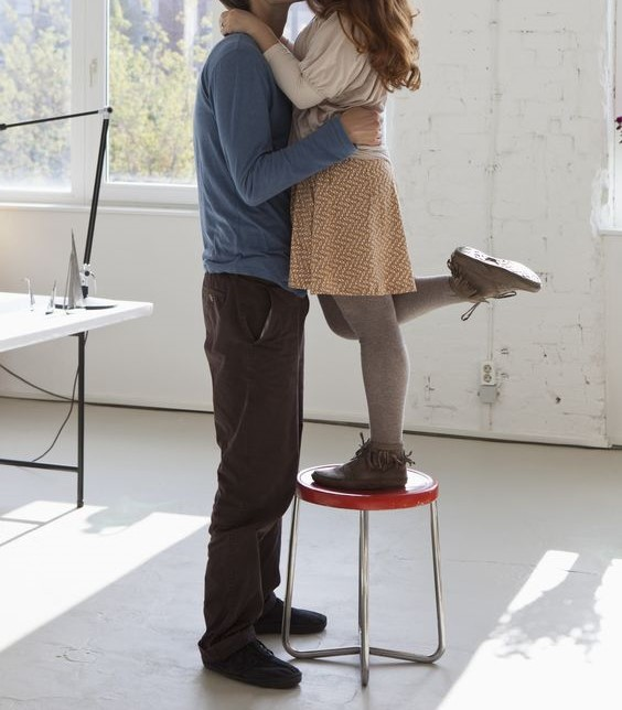 Short-woman-kissing-tall-man - Copy