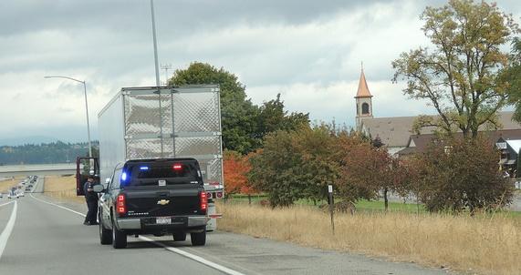 Police_pulling_over_trucker1